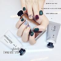 對於霧面與絨毛組合讚不絕口❤️  ◡̈FB粉絲專頁:艾瑪美學 Emma nail style ◡̈Line ID: 0emma ◡̈IG:emma_nail_style