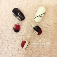 ✡三角型🔹➕✡三角型  🔸    俐落 白 黑 紅  のnail   🤔 設計款:$990 +輕保養 💅 (足部一律+200)➰📌 📌Line:niu20niu20