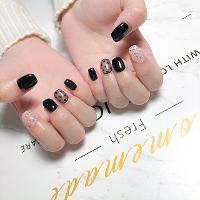 質感黑配可愛點點🖤 -Nails by yen ——————————————— ▫️完全預約制🎀預約Line:haha8125 使用🇰🇷🇯🇵🇺🇸品牌凝膠  #凝膠指甲#新莊#光療凝膠#暈染#凝膠#手繪#Dollygel#新莊美甲#nails