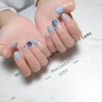 妳說藍色是妳最愛的顏色💙 -Nails by yen ———————————————— ▫️完全預約制🎀預約Line:haha8125 使用🇰🇷🇯🇵🇺🇸品牌凝膠  #凝膠指甲#新莊#光療凝膠#暈染#凝膠#手繪#Dollygel#新莊美甲#nails