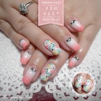 鄉村小花漸層款🌸 ----------------------- 誠徵美甲師,意者請line私訊 LINE:mienna.nails 💋 FB:Mienna Nails 米恩那日系美甲